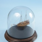 nave in legno in miniatura
